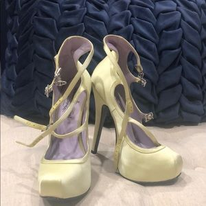 BNWT Vivianne Westwood Anglomania strappy heels